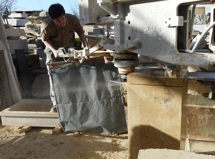 l 39 atelier de la pierre artisan tailleur de pierre notre atelier dans le loiret. Black Bedroom Furniture Sets. Home Design Ideas
