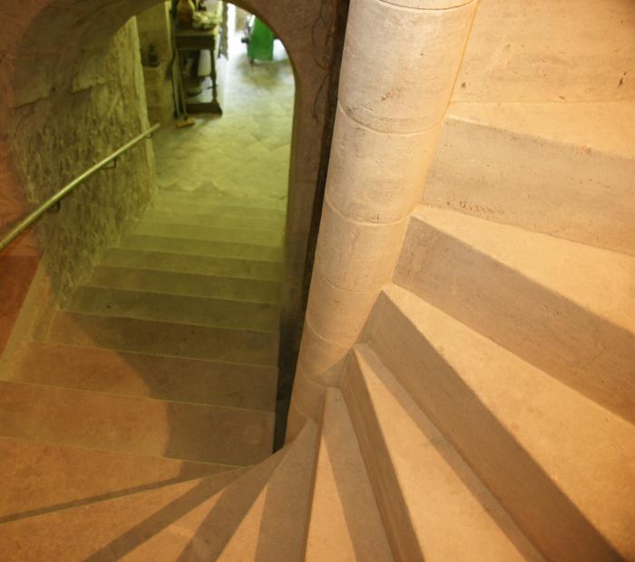 L 39 atelier de la pierre artisan tailleur de pierre nos for Escalier dans le vide